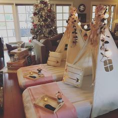 Sleepover setup plus a picnic hangout! What a fun night for these two friends. Slumber Party Birthday, Sleepover Birthday Parties, Girl Sleepover, Tent Parties, 13th Birthday, Birthday Ideas, Fun Sleepover Ideas, Sleepover Activities, Teenage Parties