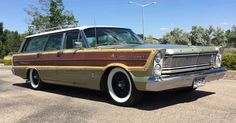 Ford: Country Squire Base Wagon 4-Door