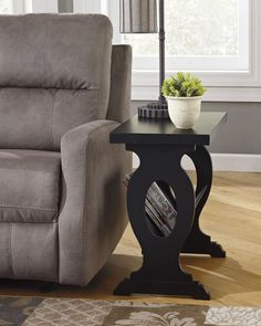 Contemporary Chairside End Table w/Magazine Rack - Black