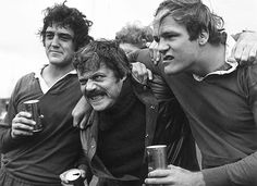 Oliver Reed, drunk & center.