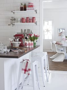 Cute red & white vintage kitchen, retro, cottage chic, farmhouse, open shelves, shelving