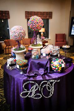 A DUMDUM topiary! You will definitely see that on my candy buffet. I was wondering what I was going to do with the 260 DUMDUMs that I bought from Bj's! Buffet Dessert, Candy Buffet Tables, Candy Table, Dessert Bars, Jasmin Party, Bar A Bonbon, Candy Bar Wedding, Sweet 15, Candy Party