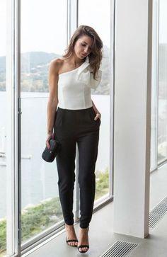 Lovely Pepa guapísima con mono asimétrico blanco y negro para acudir a una fiesta. #monoboda #fiesta #nochevieja http://www.apparentia.com/mujer/monos/ficha/1523/mono-blanco-y-negro-alex/