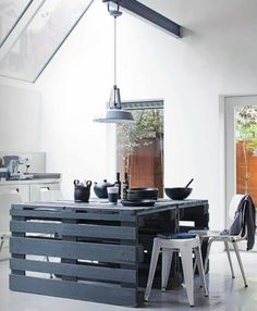 Kitchen Island made of Pallets with Pin-It-Button on http://www.apartmenttherapy.com/palettes-in-the-148661
