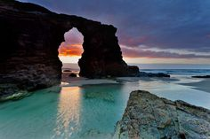 PLAYA DE LAS CATEDRALES (GALICIA): A beach which encapsulates the wild, craggy coastline of Spain's most easterly region like no other. 'Cathedrals Beach' leaves visitors in awe of its gigantic arch-like rock formations and deep caves. Places To Travel, Places To See, Beautiful World, Beautiful Places, Magic Places, Beaches In The World, Spain And Portugal, Spain Travel, Natural Wonders