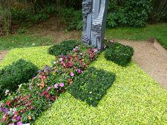 Jetzt wird es wieder Zeit für die Grabbepflanzungen im Herbst . Schon seit Jahren fotografiere ich auf den BuGa`s und LGS`s die Schaugräber....