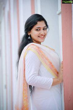 Stunning Image Gallery of Prettiest Malayalam Actress Anu Sithara! Beautiful Girl Indian, Most Beautiful Indian Actress, Beautiful Actresses, Gorgeous Women, Cute Beauty, Beauty Full Girl, Beauty Women, Indian Natural Beauty, Indian Beauty Saree