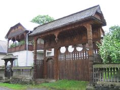 Maramures gate Wooden Gates, Front Gates, Traditional House, Old Houses, Romania, Countryside, Portal, Gazebo, Natural Beauty