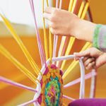 Weave a rug using a hula hoop and old t-shirts. Disney Crafts Make a hula hoop rug. I don't know why the pict…Disney CraftsDisney Crafts Hula Hoop Rug Kids Crafts, Cute Crafts, Crafts To Do, Arts And Crafts, Hula Hoop Tapis, Hula Hoop Rug, Diy Projects To Try, Craft Projects, Craft Ideas