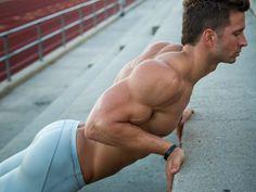 Hombre haciendo ejercicio en las escaleras