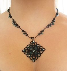 Black and Teal Diamond shape necklace Tatted lace por LandOfLaces