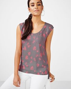 Update your top selection with this pretty mixed media t-shirt. Its feminine print work great for the office or a night out on the town!<br /><br />- Sleeveless<br />- Round neck<br />- Chest pocket