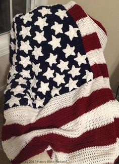 Free crochet pattern to make an heirloom American flag afghan or an American flag fridgie with two pattern options for crocheted stars.
