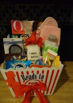 Since my sister-in-law and brother were going to be new parents, I had decided to make Hospital Survival Kits. This was great for the mommy to be! Gifts For New Parents, Gifts For Mom, Mother Gifts, Girl Gifts, Baby Gifts, Mom Survival Kit, Survival Supplies, Mint Gum, Creative Gifts