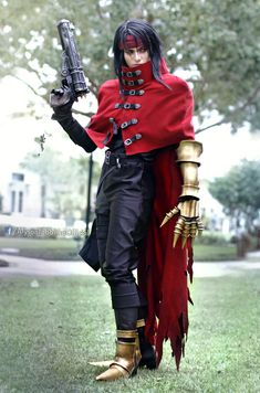 alyson-tabbitha-cosplay-vincent-valentine.jpg (1354×2048)