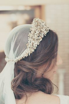 boda novia elegante invitada look diadema mayz azahar blog atodoconfetti                                                                                                                                                                                 Más