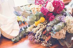 Ramo de novia con flores preservadas y base de eucalipto