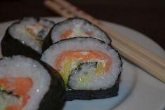 Futomaki, Sushi mit geräuchertem Lachs und Frischkäse (Rezept mit Bild) | Chefkoch.de