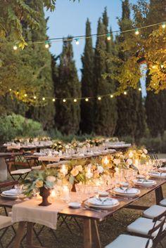 recepção de casamento ao ar livre, decorado com luzinhas