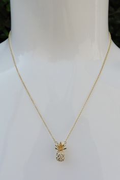The Pineapple Necklace so cute ! A touch of summer ! Cute Jewelry, Jewelry Box, Jewelery, Jewelry Accessories, Fashion Accessories, Jewelry Necklaces, Fashion Jewelry, Pineapple Jewelry, Pineapple Necklace