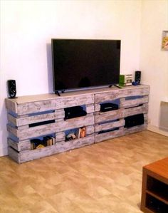 DIY Pallet TV Stand or Entertainment Center | 101 Pallets