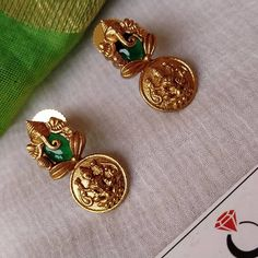 Jewelry Design Earrings, Gold Earrings Designs, Beaded Jewelry, Gold Temple Jewellery, Antique Jewellery Designs, Gold Jewelry Simple, Ear Rings, Blouse Designs, Bangle