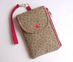 Zipper down the side! Great inspiration for an essential errand running purse.