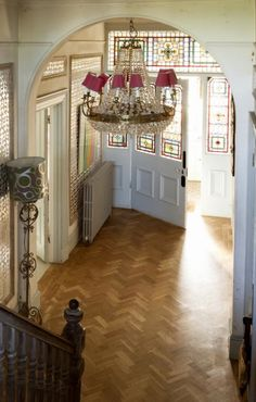 Discover hallway design ideas on HOUSE - design, food and travel by House & Garden. Make your hallway a stylish room of its own with these design ideas. Edwardian Hallway, Edwardian House, 1930s House, Modern Victorian, Victorian Homes, 1930s Hallway, Victorian Terrace, Hall Flooring, Parquet Flooring