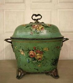 Vintage Antique A very decorative, early century antique purdonium, which is a coal scuttle or box. This purdonium is in the original green paint finish and is complete with the period, hand painted floral decorations. Vintage Enamelware, Vintage Tins, Vintage Kitchen, Vintage Decor, Vintage Antiques, 1960s Decor, Vintage Storage, French Antiques, Antique Furniture