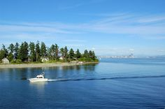 Seattle is positively surrounded by prime day-trip destinations—from the acuamarine-hued Bainbridge Island to wine-soaked Woodinville, here's where we wish we were spending the day. Day Trips From Seattle, Moving To Seattle, Weekend Trips, Weekend Getaways, Evergreen State, Bainbridge Island, Shore Excursions, Day Tours, Holiday Travel
