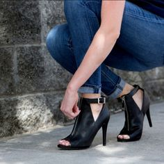 "HP✨ Aldo jutras heels Aldo black vegan leather upper, adjustable ankle buckle, zippered front. 4.25"" heel, fits true to size. No trades, no offers, price is firm.  Brand new in box. ALDO Shoes Heels"