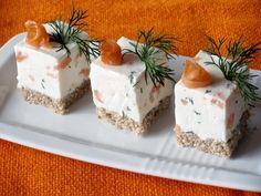 Cuburi aperitiv cu crema de branza si somon - CAIETUL CU RETETE
