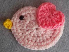 pajarito crochet móvil guirnalda aplique decoración Easter Crochet Patterns, Crochet Birds, Love Crochet, Baby Knitting Patterns, Crochet Motif, Crochet Flowers, Crochet Keychain, Crochet Bookmarks, Crochet Home