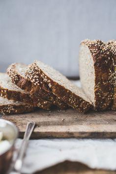 Bagel Bread Loaf - Izy Hossack - Top With Cinnamon - Dessert Bread Recipes Pain Bagel, The Bagel Store, Bagel Bread, Top With Cinnamon, Loaf Recipes, Breakfast Items, Mets, Artisan Bread, Bread Rolls