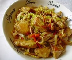 Kuracina s ryžovými rezancami Russian Recipes, Meat, Chicken, Kitchen, Vietnam, Indie, Polish, Food, Cooking