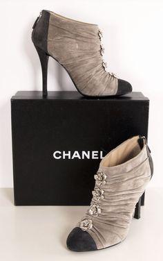 Chanel Pretty Shoes, Beautiful Shoes, Cute Shoes, Me Too Shoes, Chanel Heels 4233e8a6c3e