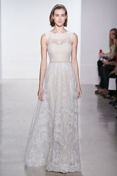 Amsale Aberra designs for Christo 2015 Spring & Summer wedding dresses keep the vintage style, meanwhile add in some fresh elements, those small lace flower give people happy mood.