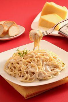 Te compartimos la receta para preparar Spaghetti a la crema, cocina con inspiración con Recetas Nes Easy Zucchini Recipes, Baked Chicken Recipes, Easy Healthy Recipes, Pasta Recipes, Easy Meals, Cooking Recipes, Mexican Food Recipes, Dessert Recipes, Crema Recipe