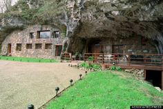 Beckham Creek Cave Lodge, USA - You can rent this entire cave lodge in Arkansas and have a cave-tastic vacation. The cave sleeps 10, so invite your friends or take advantage of the roomy retreat and fly solo. The lodge is literally built into a mountain crevice. #travel #hotel #usa