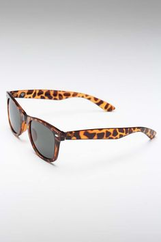 Tortoise shell sunglasses are my fav this summer!!  Wink Sunglasses in Tortoise Shell / R & F