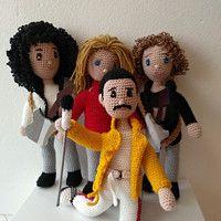 Pro děti / Zboží | Fler.cz Crochet For Boys, Amigurumi Doll, Crochet Dolls, Cool Bands, Beatles, Free Pattern, Teddy Bear, Queen, Knitting