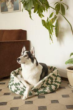 Lemmikin kori, free pattern, Molla Mills for Lankava Tapestry Crochet, Knit Crochet, Modern Crochet, Old Soul, Crochet Animals, Free Pattern, Knitting, Cats, Crocheting
