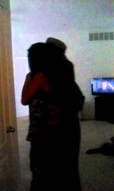 """[VIDEO] U.S. Soldier Surprises Older Sister at Home  