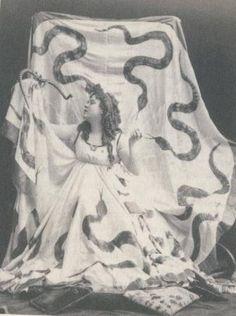 Loie Fuller (1862-1928), Serpentine Dancer.