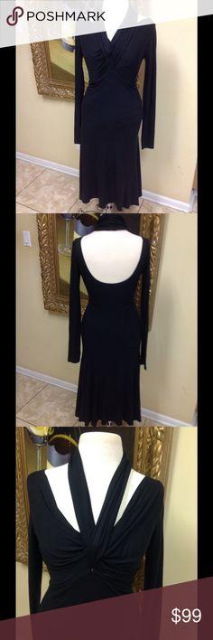 Max Mara Dress Size 6 Stunning black dress by Max Mara size 42 (6). Gorgeous neckline, low back, stretch fabric, great style, low price. Max Mara Dresses Midi