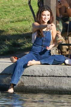 February 2: [More] Selena seen at the park in Los Angeles, CA [HQs]