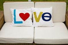Inspiração: Almofadas com detalhes artesanais... - Jeito de Casa                                                                                                                                                                                 Mais