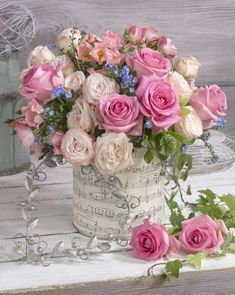 A beautiful spring floral arrangement. Beautiful Roses Bouquet, Beautiful Flower Arrangements, Rose Bouquet, Beautiful Flowers, Artificial Floral Arrangements, Vase Arrangements, Artificial Flowers, Diy Garden, Garden Ideas