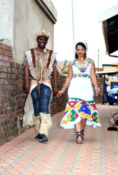 Bontle Bride is a wedding magazine and blog. We exist to serve brides and grooms who wish to incorporate culture in their weddings./Umembeso With The Bride In A Hand Painted Umgwalo Dress