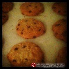 Πανεύκολη Αμερικάνικη παραδοσιακή συνταγή για μαλακά και αφράτα μπισκότα βανίλιας με κομμάτια σοκολάτας και καρύδια, που κέρδισε πρώτη θέση σε διαγωνισμό!